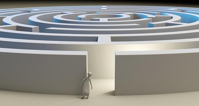 panáček před labyrintem