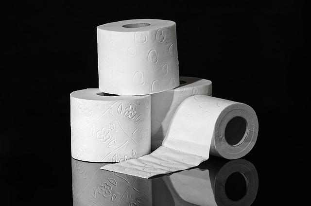 čtyři role papíru