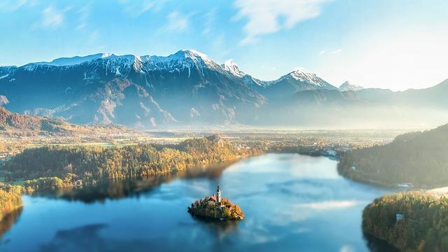 Bledské jezero s kostelem